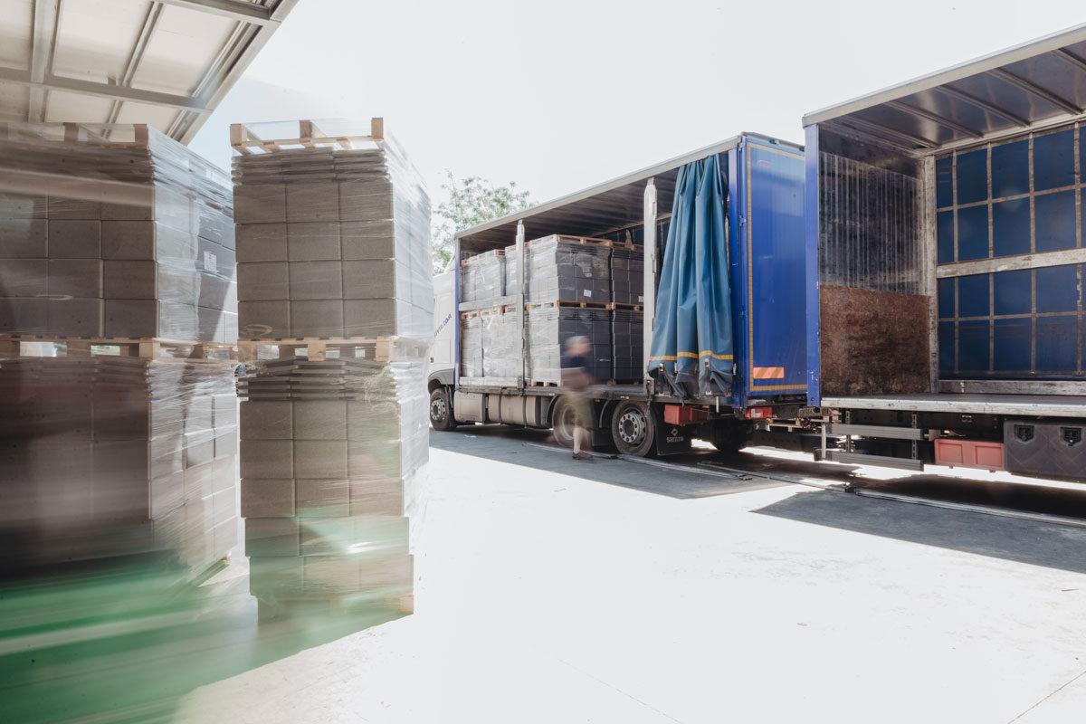 Carico per la consegna-Load for delivering-Carga del vehículo para la entrega